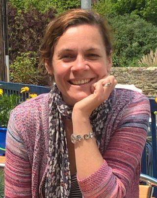 https://www.learningtoshapebirmingham.co.uk/wp-content/uploads/2019/05/Fiona-Oakley-Pic-320x404.jpg